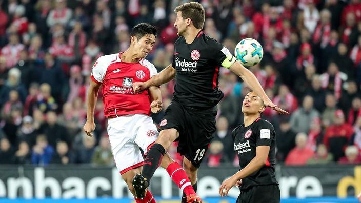Soi kèo Eintracht Frankfurt vs Werder Bremen, 2h30 ngày 4/11: Chưa hết khủng hoảng
